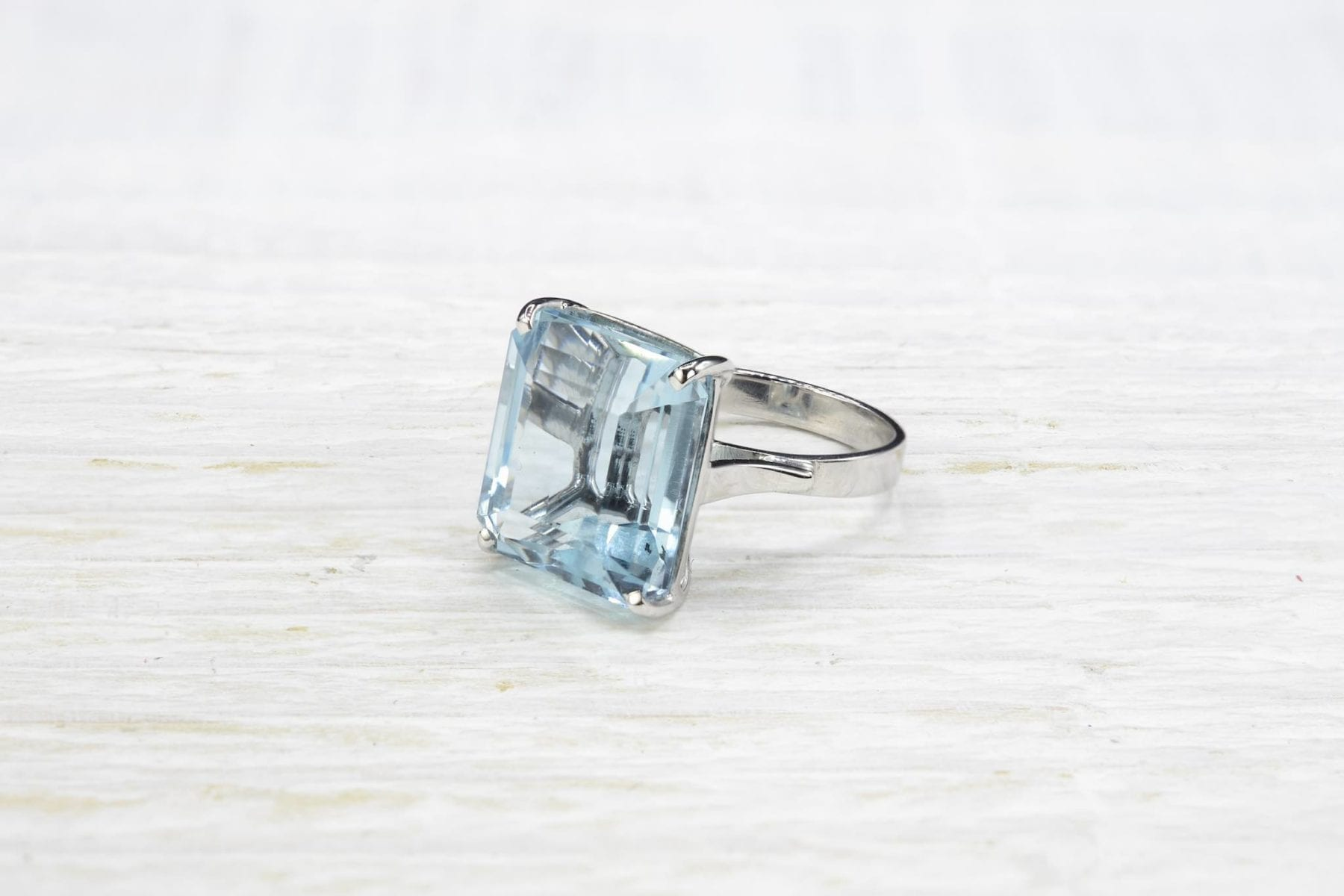 aquamarine in 18k white gold ring