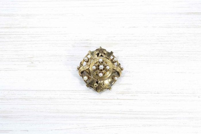 Yellow gold and pearls brooch.