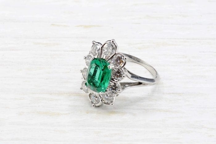 Emerald and 18k white gold diamonds ring