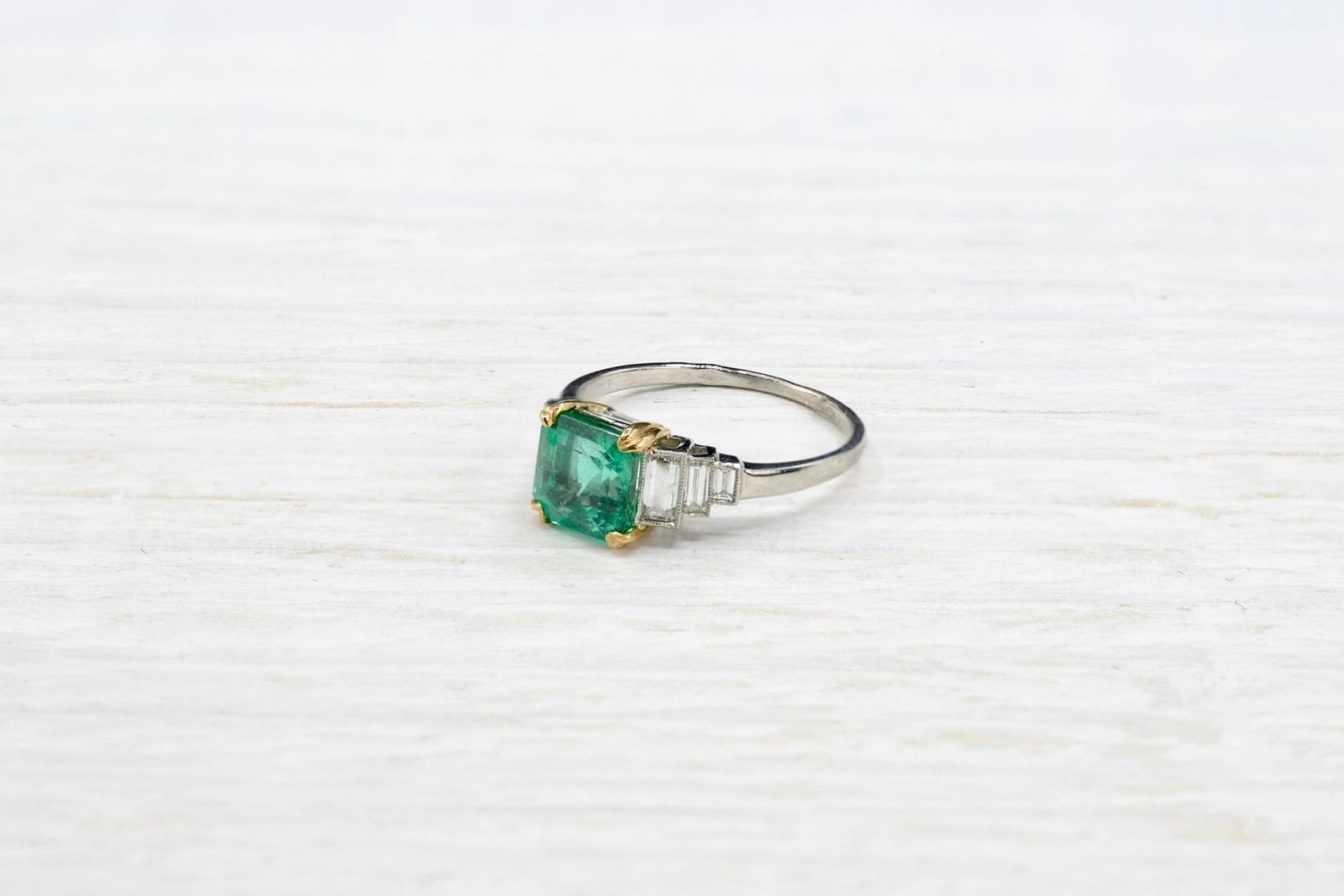 yellow gold emerald and diamonds ring
