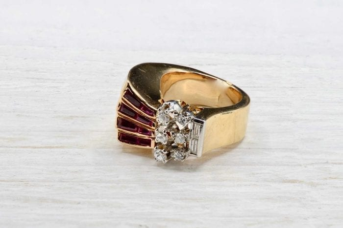 Ruby and diamond ¨Tank ring in 18k yellow gold