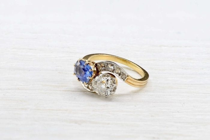 Toi et moi ring with sapphire and diamond in 18k yellow gold