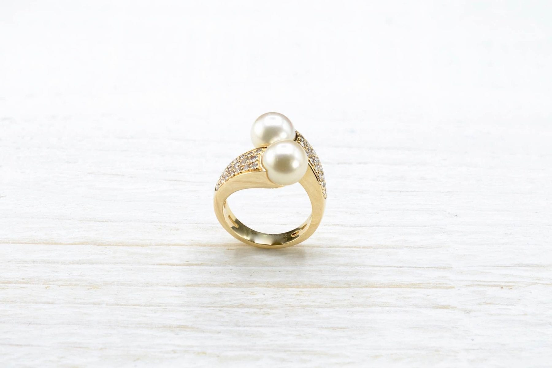 yellow gold and pearls ring