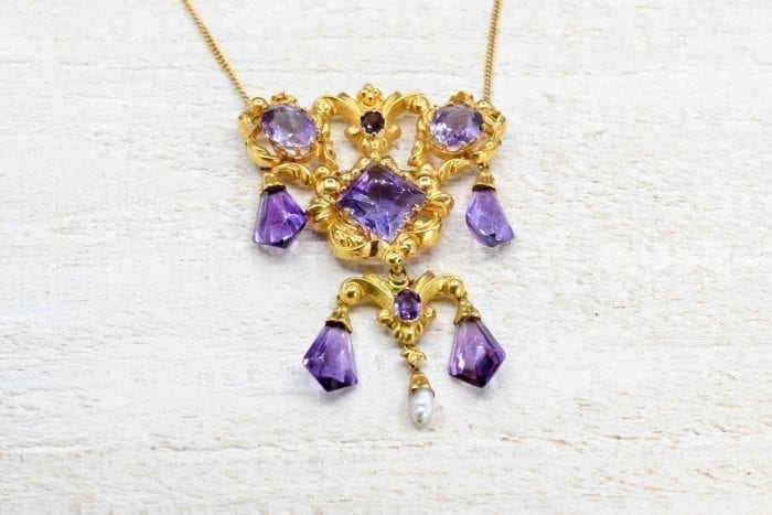 Antique amethyst necklace in 18k yellow gold