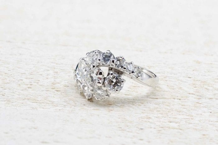 Vintage diamonds ring in 18k white gold