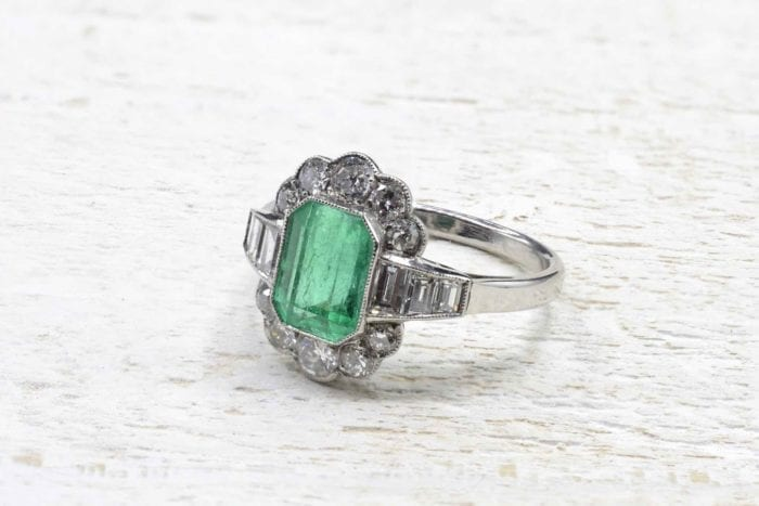 Emerald vintage ring and platinum diamonds