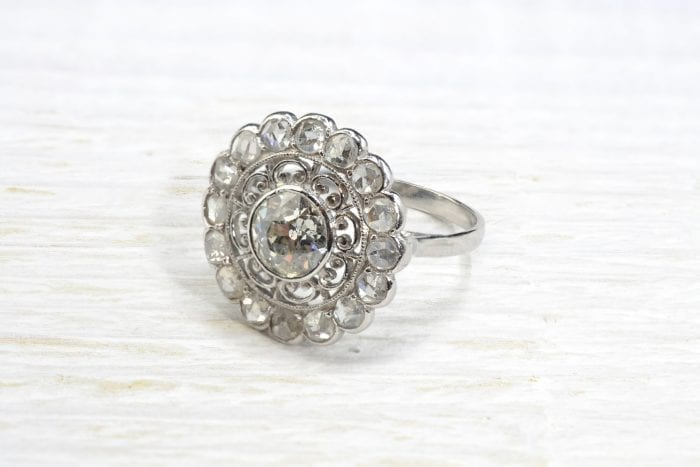 18k white gold flower shaped diamonds ring