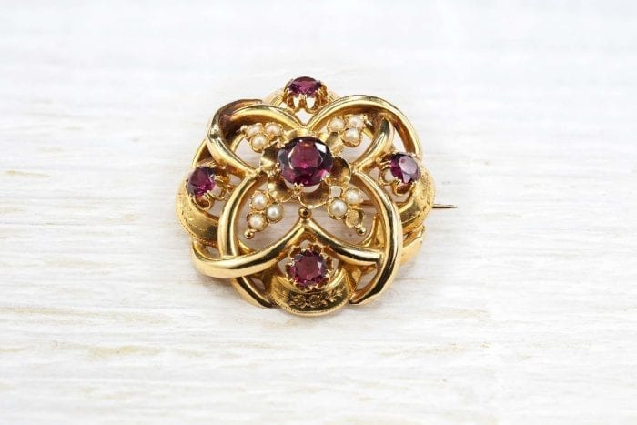 19th century Brooch garnets and fine pearls in 18k yellow gold