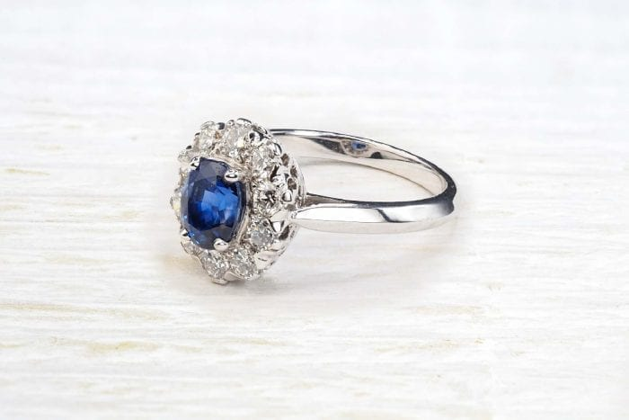 Oval sapphire ring surrounded by diamonds in 18k white gold
