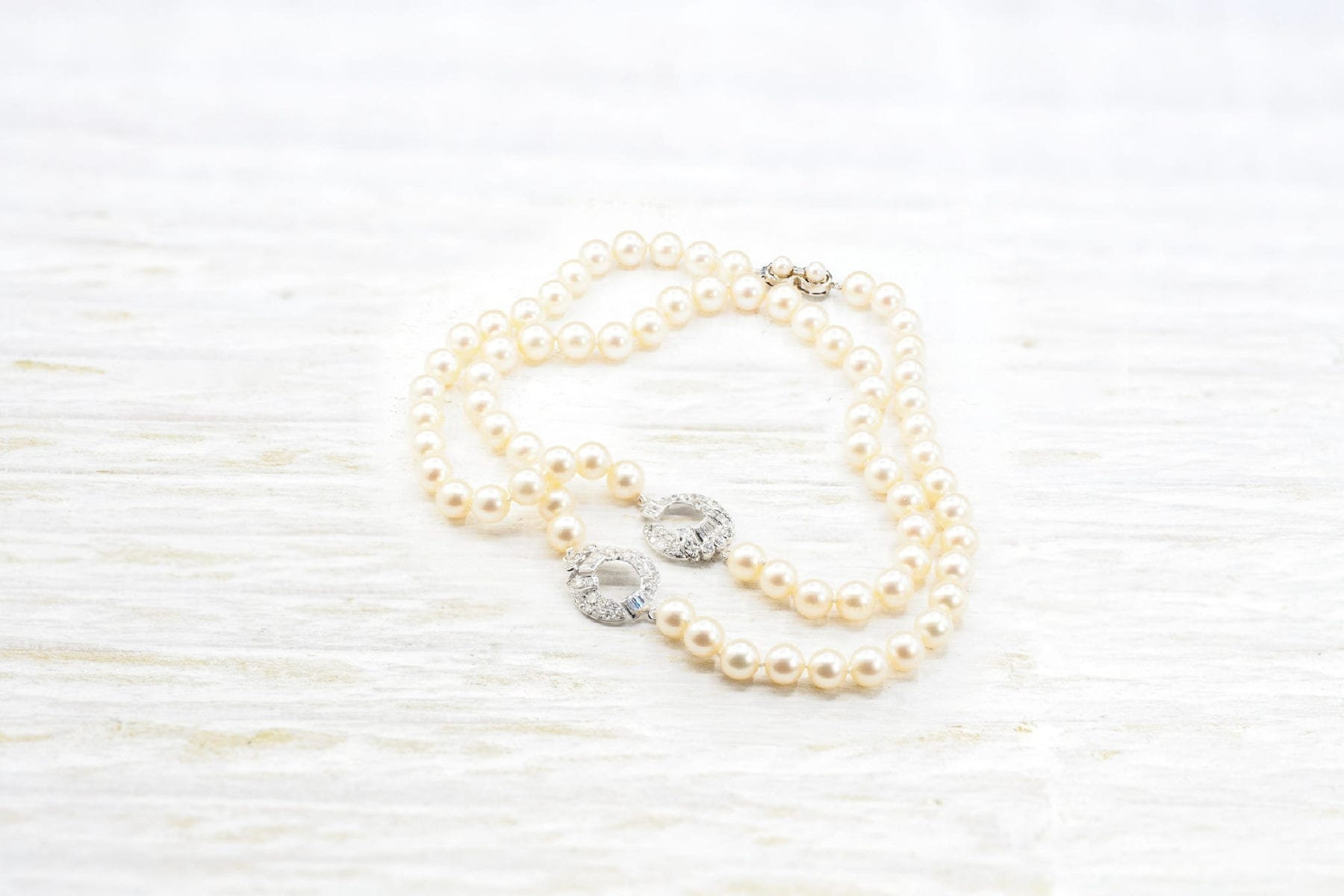 18k white gold pearls necklace