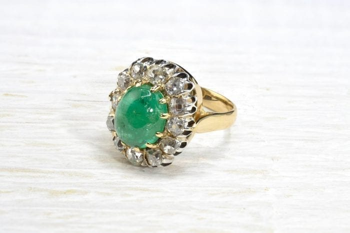Emerald pompadour ring with diamonds