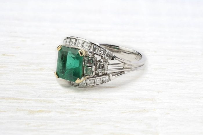 Colombian natural emerald ring set with 2 carats diamond