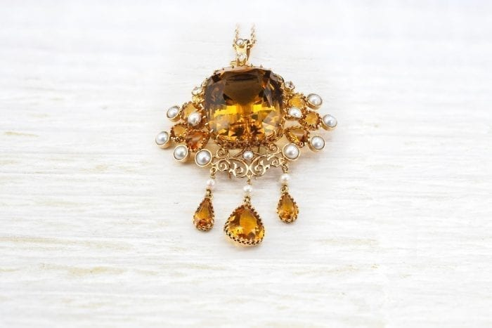 Citrine brooch with diamonds and pearls in 18k yellow gold