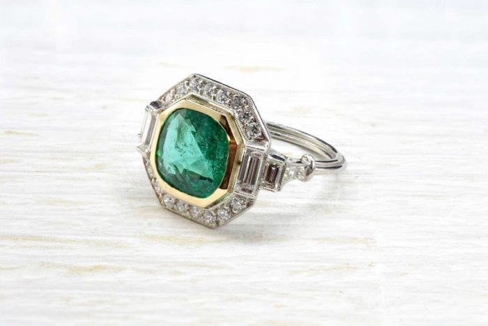 Art Déco ring set with emerald and diamonds in platinum