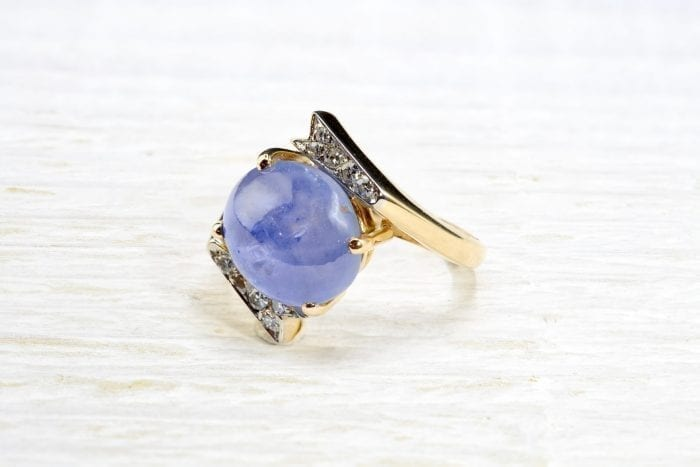 Yellow gold cabochon sapphire ring