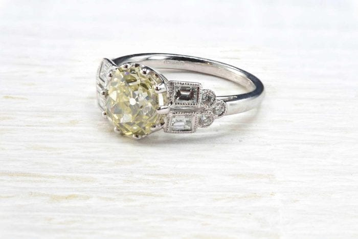 Antique ring set with brilliant-cut diamond in 18k white gold