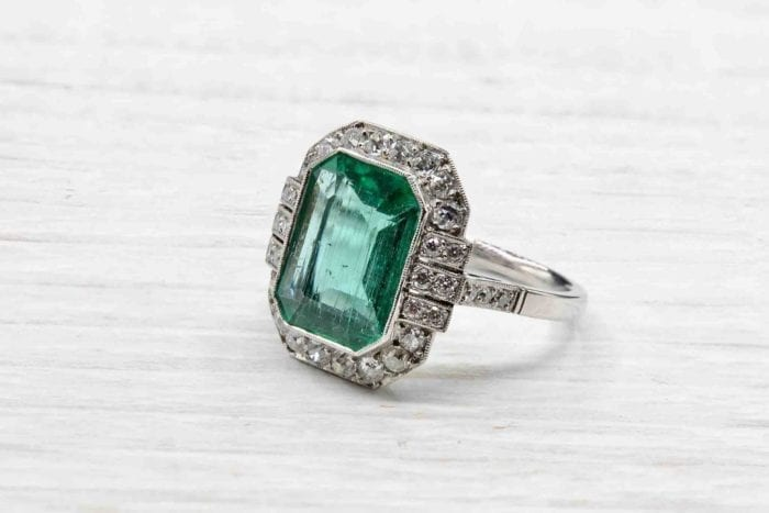 Emerald and platinum diamonds ring