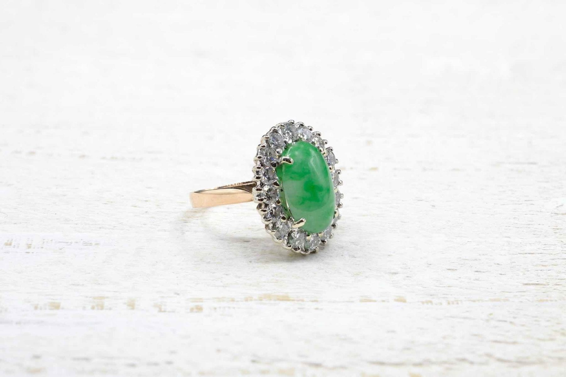 Jade ring in 18k gold pompadour style