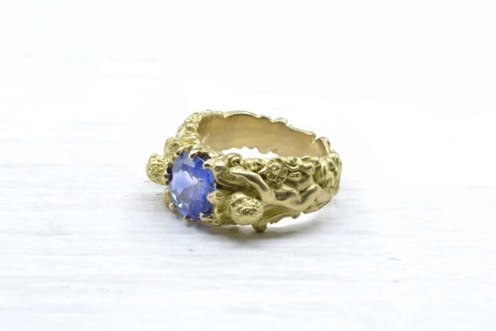 Art Nouveau sapphire style ring in 18k yellow gold