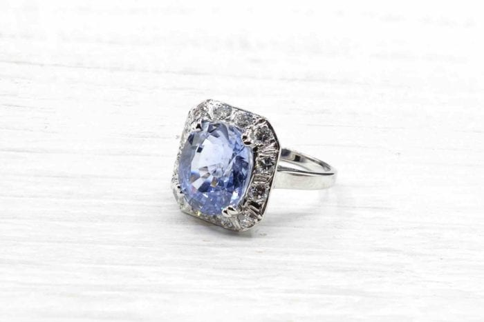 Vintage sapphire ring in 18k white gold with diamonds