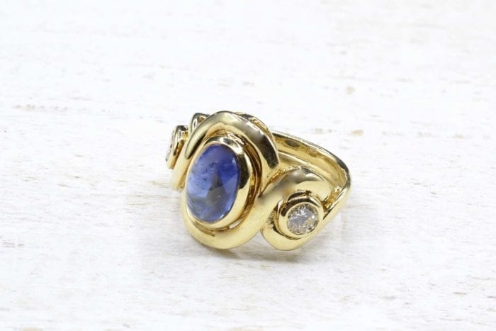 Cabochon sapphire and diamonds ring