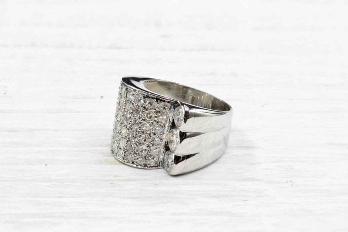 Diamonds paving ring in platinum from 1935.