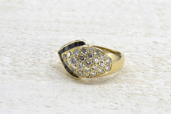 Sapphires and diamonds ring in 18k yellow gold