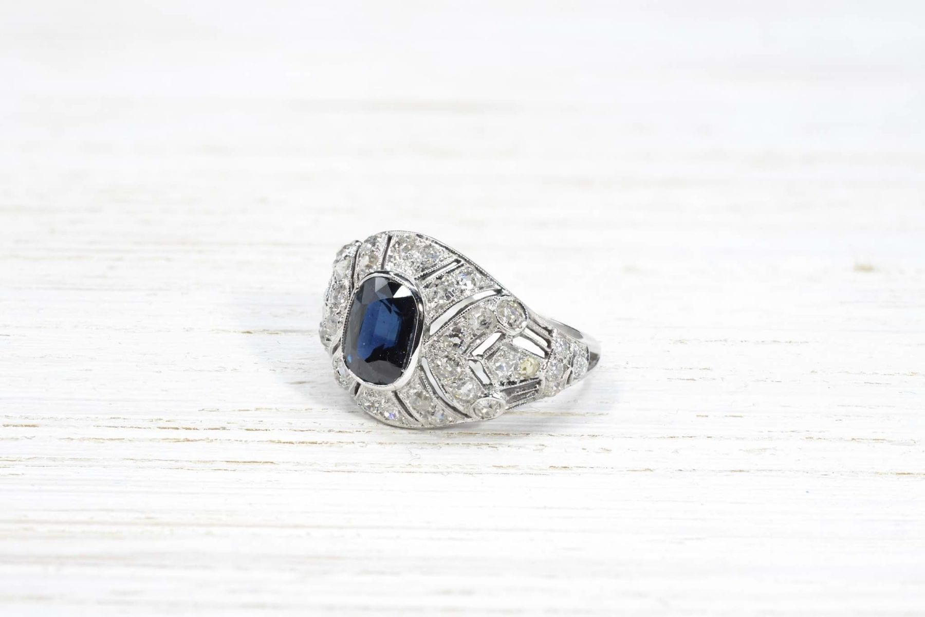 Art Déco sapphire and diamonds ring