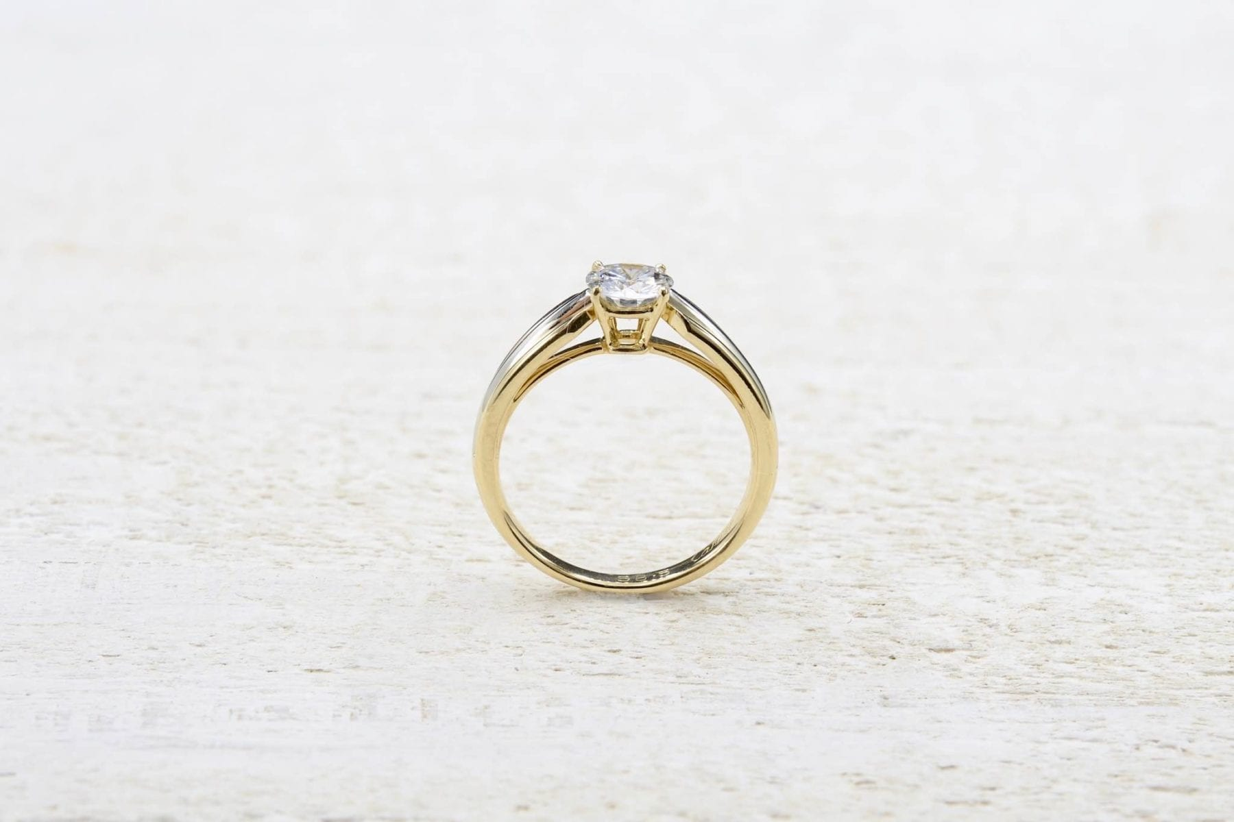 18k gold solitaire ring