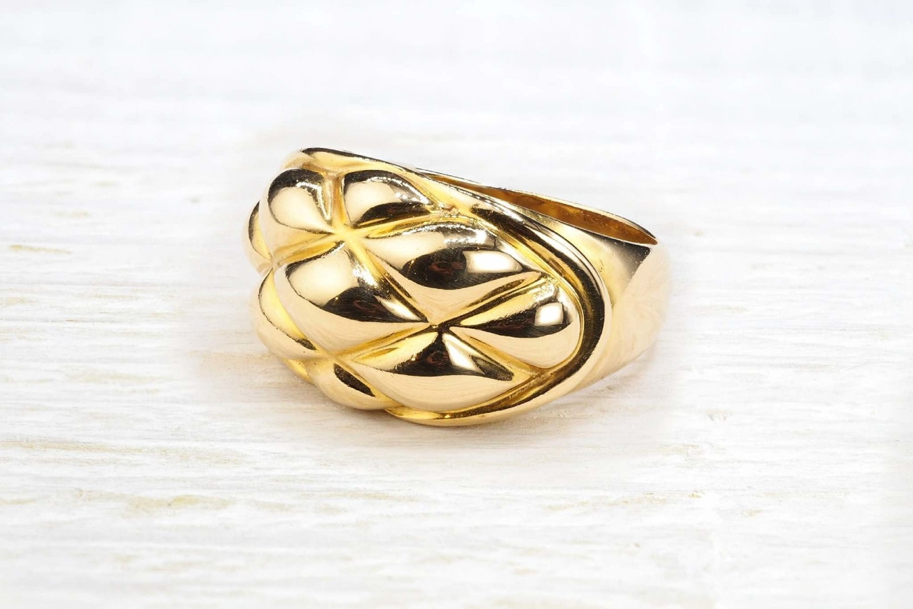 Chaumet ring in 18k gold