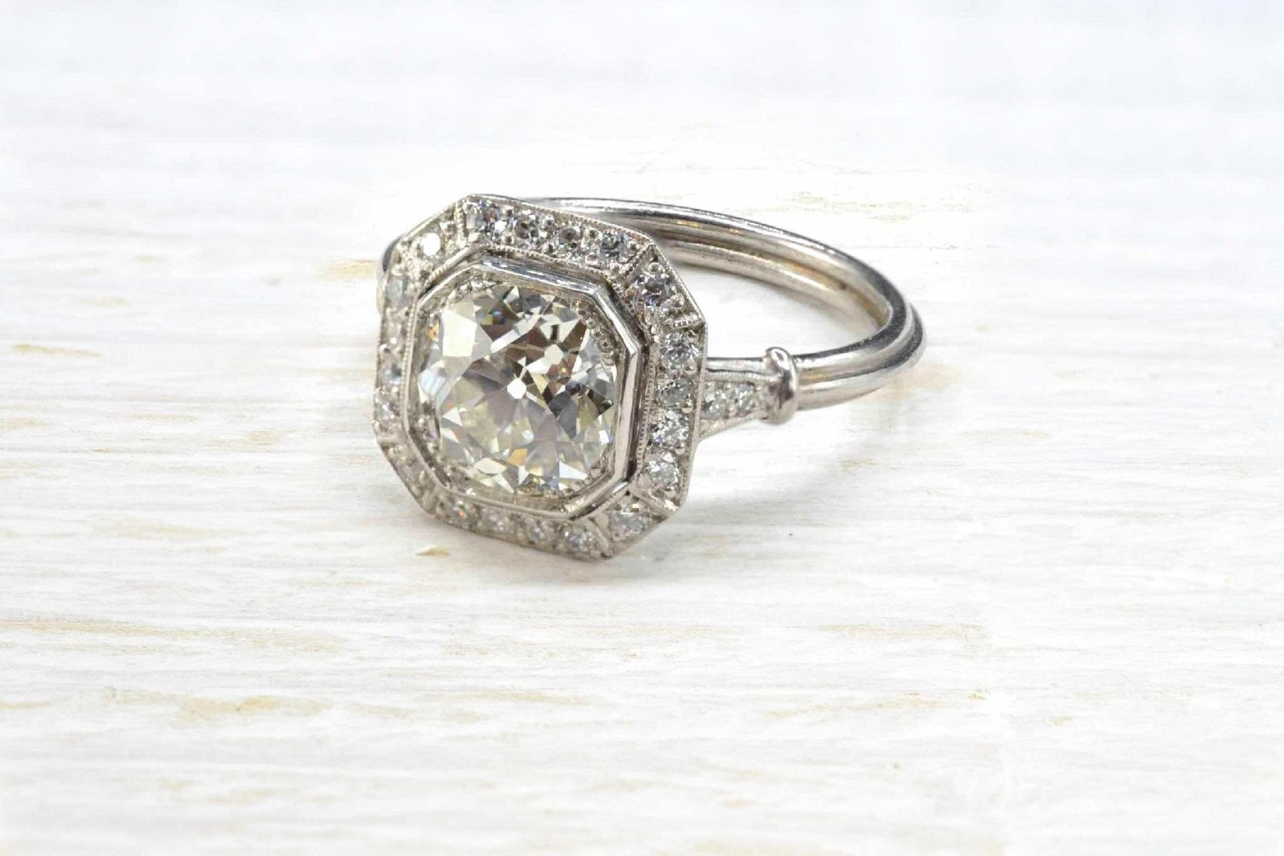 Central diamond ring