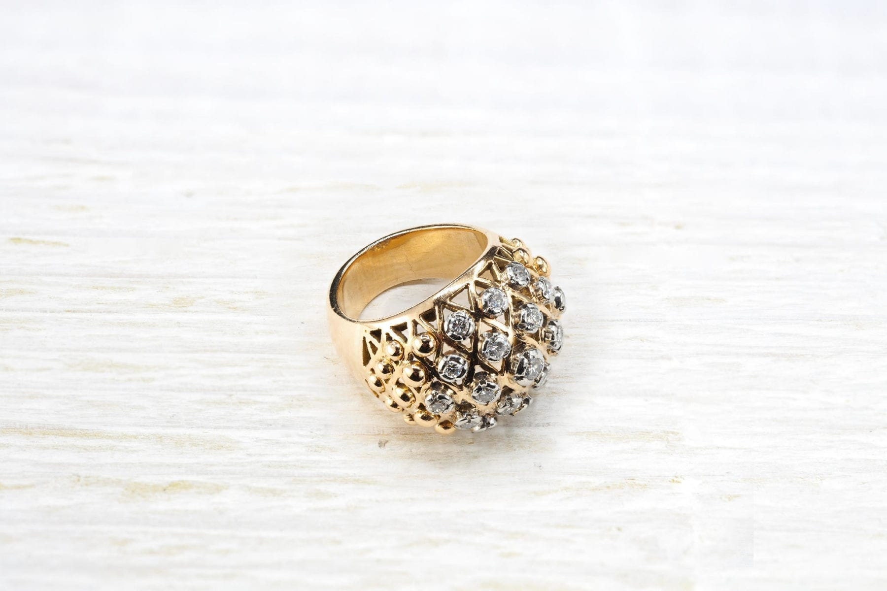 Antique diamonds ring in yellow gold