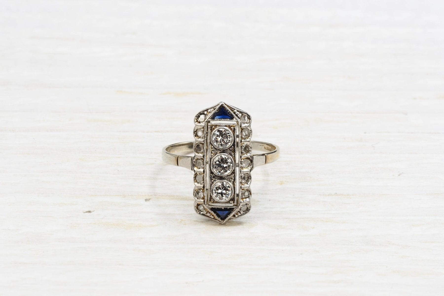 1920´s Art Déco ring with diamonds