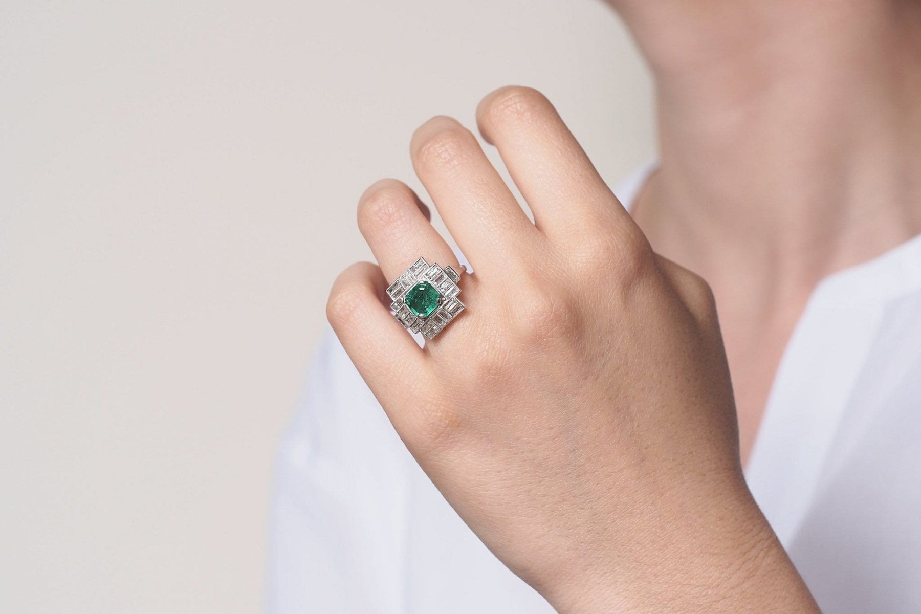 Engagement emerald ring in platium