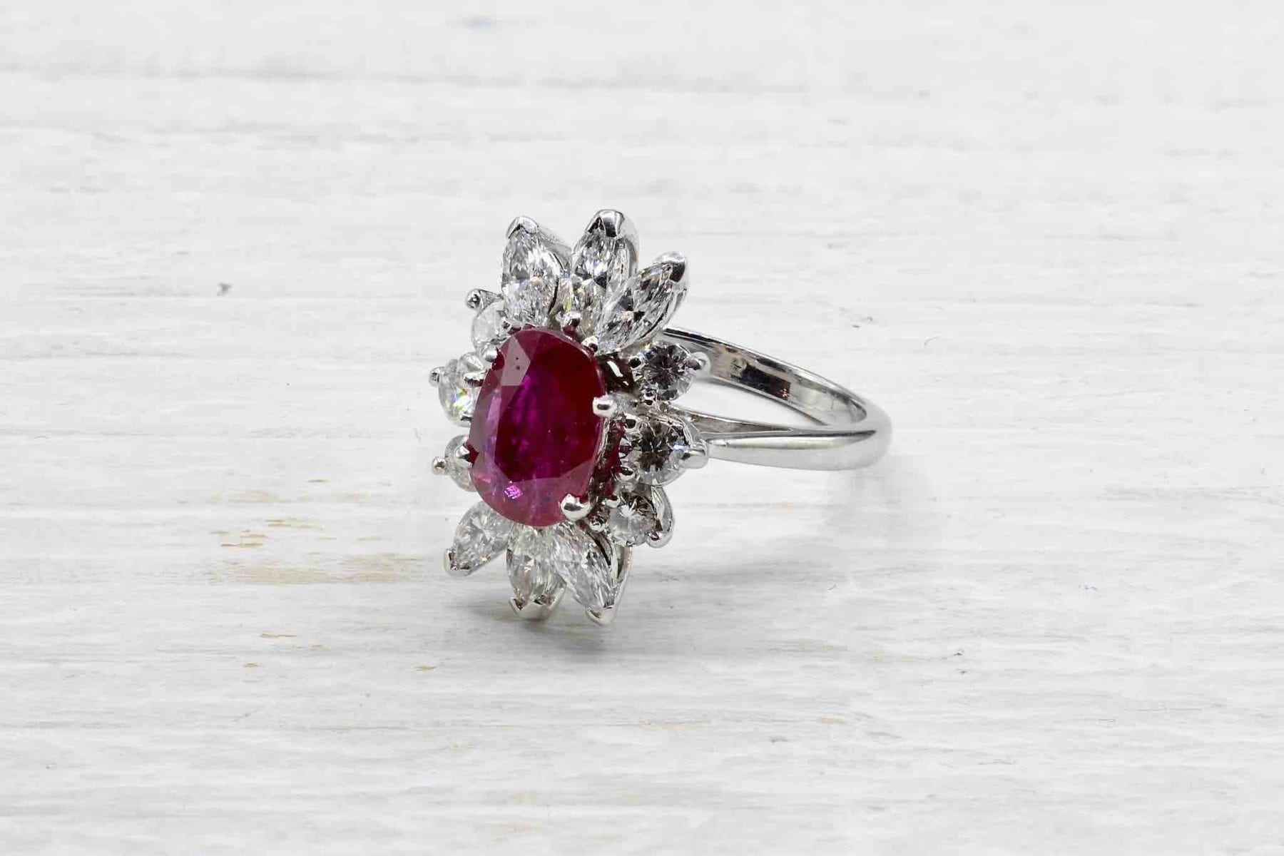Bague rubis diamants en or blanc 18k