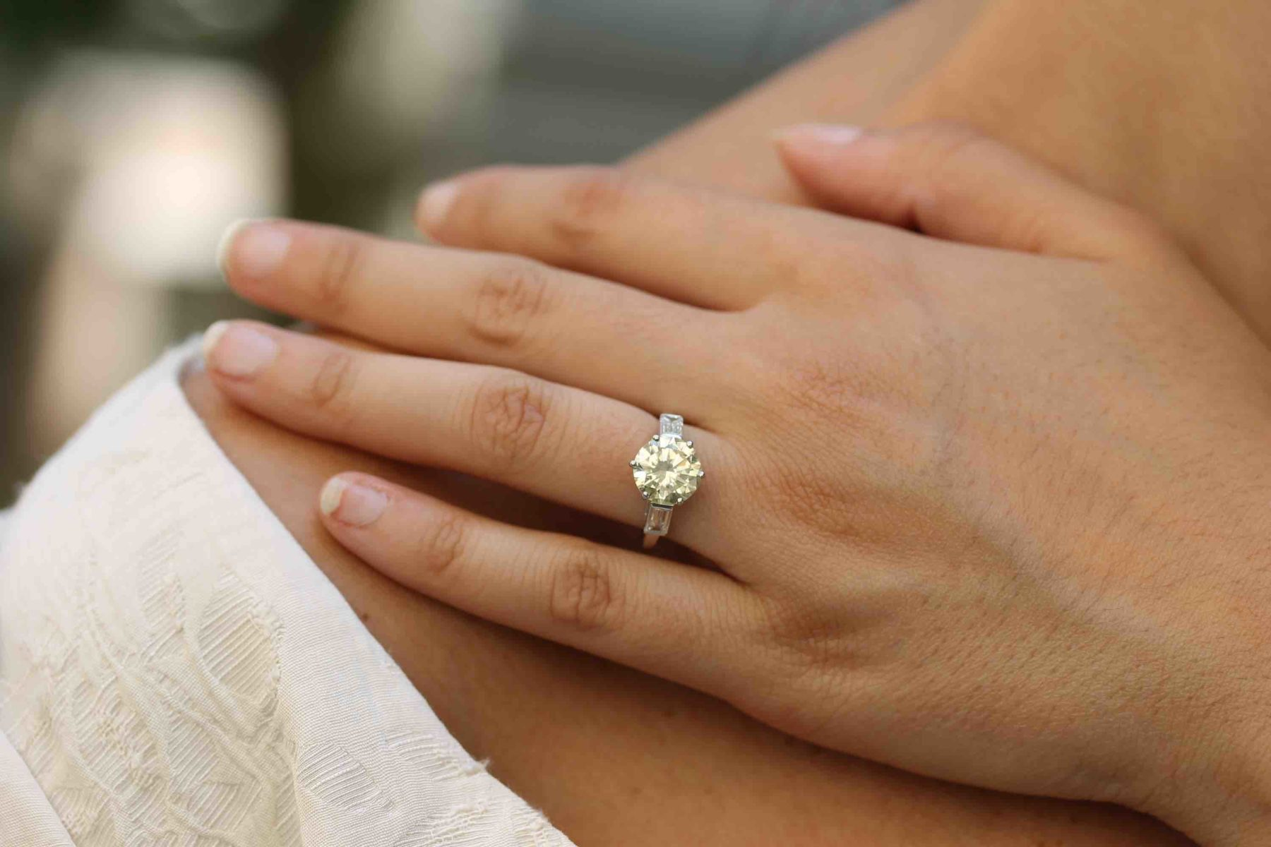 Bague solitaire diamant very light yellow